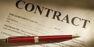 Cần xem xét kỹ các điều khoản trước khi ký kết.